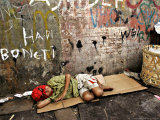 An Indonesian Boy Wearing a Spiderman Mask Sleeps on a Piece of Cardboard Photographie par Ed Wray