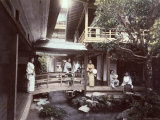Young Japanes Women in Kimonos Seen in a Characteristic House of Tea in Tonosawa Lámina fotográfica