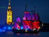 The Shtandart Frigate with Scarlet Sails Floats on the Neva River Stampa fotografica