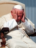 Pope John Paul II Holds His Head During the Weekly Open-Air General Audience Fotodruck