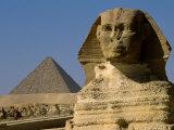 The Sphinx with 4th Dynasty Pharaoh Menkaure's Pyramid, Giza, Egypt Fotografie-Druck von Kenneth Garrett
