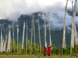 Monks with Praying Flags, Phobjikha Valley, Gangtey Village, Bhutan Photographie par Keren Su