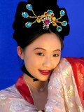 Woman in Tang Dynasty Traditional Costume, China Lámina fotográfica por Bill Bachmann