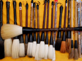 Brushes at a Chinese Street Market, China Reproduction photographique par Bruce Behnke