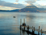 Sunrise over Lake Atitlan and Women on End of the Pier, Solola, Guatemala Fotografisk tryk af Cindy Miller Hopkins