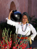 Native Woman, Tourism in Oaxaca, Mexico Fotografie-Druck von Bill Bachmann