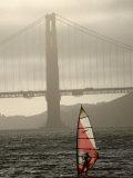 Windsurfer Sails Through Waters on San Francisco Bay, San Francisco, California, USA Reproduction photographique par Lawrence Worcester