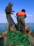 Fishermen Reeling in Their Ropes, Djibouti Fotografisk tryk af Frances Linzee Gordon