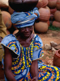 Woman with Pot Balanced on Head, Looking at Camera, Yamoussoukro, Cote d&#39;Ivoire Photographic Print by Pershouse Craig