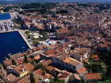 Rooftops of Old Town and Harbour from Campanile St. Euphemia, Rovinj, Croatia Photographie par Wayne Walton