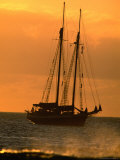 Tall-Ship Moored off Shore, Hanga Roa, Easter Island, Valparaiso, Chile Fotografiskt tryck av Paul Kennedy