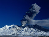 Clouds Of Volcanic Ash Spewing From Crater Of Mt Ruapehu (2797M), New Zealand Lámina fotográfica por Paul Kennedy
