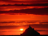 Mont Saint Michel At Sunset,  Mont St Michel, France Lmina fotogrfica por John Elk III