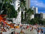 Crowds on Waikiki Beach, Honolulu, USA Photographic Print by Holger Leue