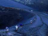 Descending Volcanic Ash Scree Slopes of Gunung Batur, Indonesia Fotografisk tryk af Paul Beinssen
