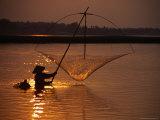 Dip Net Shrimp Fishing in Mekong River, Vientiane, Laos Reproduction photographique par Frank Carter