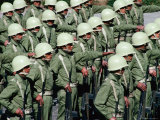 Soldiers in Uniform, and Wearing Helmets, Standing in Formation During Military Parade, Cuzco, Peru Fotografie-Druck von Richard I&#39;Anson