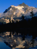 Mt. Shuksan Reflected on Picture Lake, Mt. Baker Scenic Byway, USA Fotografisk trykk av John Elk III