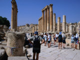 Tour Group on a Guided Tour of Jerash, a 2nd Century Roman Decapolis City - Jerash, Jordan Photographie par Patrick Syder