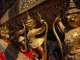 Guardians Surrounding Temple of the Emerald Buddha, Wat Phra Kaew, Bangkok, Thailand Photographie par Richard Nebesky