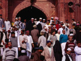 Worshippers Leaving Mosque After Friday Prayers at Jamid Masjid Mosque, Delhi, India Fotografie-Druck von Richard I&#39;Anson