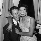 Singer Shirley Bassey and Manager Mike Sullivan in Her Dressing Room at the Chiswick Theatre, 1958 Fotografie-Druck