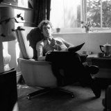 Ian Mckellen at Home Relaxing in an Armchair, October 1969 Lmina fotogrfica