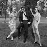 Billy Fury with Co Stars Jackie Sands (Right) and Karen Andrews Fotodruck