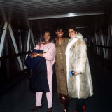 The Three Degrees Singers Leave Heathrow Airport Fotografisk tryk