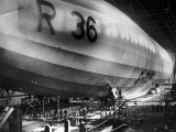 Beardmore R36 Airship G-Faaf Moored Inside It's Giant Hangar, 1924 Impresso fotogrfica