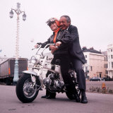Sid James and Barbara Windsor on Location for Carry on Girls Photographic Print