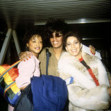 The Three Degrees Pop Group Singing Trio Leaving Heathrow for Amsterdam Fotografisk tryk