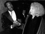 Chuck Berry Greets Woman at Film Premiere, 1988 Fotografisk tryk