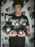Justin Timberlake with the Three Awards He Won at the MTV Europe Awards 2003 in Edinburgh Scotland Fotografisk tryk
