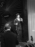 Cliff Richard UK Entrant Performing at Eurovision Song Contest, April 1968 Fotografisk tryk