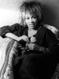 Singer Tina Turner on Tour Photographed in Her Hotel Room in Paris Fotografie-Druck