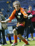 Justin Hawkins of the Darkness Celebrates a Goal at the Soccer Six Tournament at Everton, May 2004 Fotografie-Druck