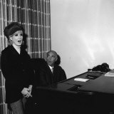 Dusty Springfield with Her Singing Tutor in New York, December 1966 Photographie