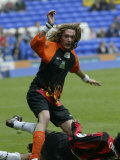 Justin Hawkins of the Darkness Competing in the Soccer Six Tournament at Everton, May 2004 Fotografie-Druck
