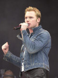 Singer Ronan Keating Performing at the Party in the Park Concert 2000 in Londons Hyde Park Photographie