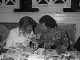 Tom Jones Birthday Party in Las Vegas, Tom Talks with Liberace, 1974 Fotografie-Druck