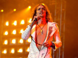 Justin Hawkins from the Darkness on the Main Stage, T in the Park at Balado 11th July 2004 Fotografie-Druck