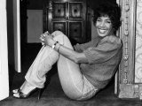 Shirley Bassey at Home Fotografie-Druck