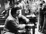Liberace Entertainer Pianist at Chappells, October 1972 Fotografie-Druck