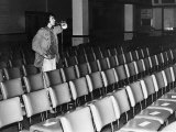 David Essex Checking out the Sound System in a Theatre at the Start of a 52 Date Tour, October 1976 Fotografisk tryk