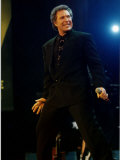 Tom Jones Holding Microphone at Simple Truth Concert at Wembley Fotografie-Druck