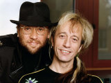 Bee Gees Pop Group Brothers Maurice Gibb & Robin Gibb Fotografie-Druck - bee-gees-pop-group-brothers-maurice-gibb-robin-gibb