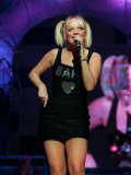 Baby Spice Emma Bunton of Spice Girls on Stage in Concert Singing, September 1998 Fotografie-Druck