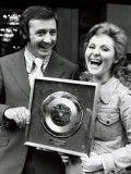 Tony Christie with Lulu Wins Award for a Million Sales of This the Way to Amarillo, August 1972 Fotodruck