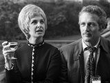 Joanne Woodward and Husband Paul Newman at a Press Conference in London, October 1969 Lámina fotográfica